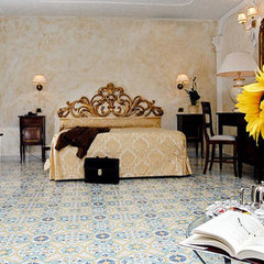traditional bedroom by www.LUXURYSTYLE.es