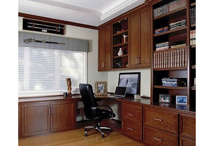 Traditional Home Office by Woodard & Associates Inc.