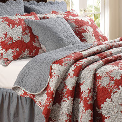 Greenland Home Fashions - Lorraine Quilt Set - This cheerful bedding set brings a sense of warmth and comfort to a favorite sleeping space. With a delightful design and supersweet hues, it's perfect for personalizing a bedroom in need of an extra-cozy makeover. �� Includes quilt and two shams (twin sizes include one sham) 100% cotton Machine wash Imported