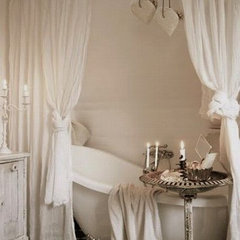 traditional bathroom Clawfoot Tub with Curtains