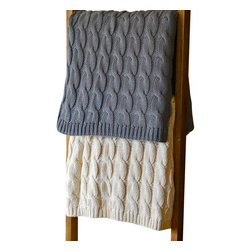 Darzzi Cable Throw, Grey - This striking cable throw is as cozy as it is gorgeous. Made from 100% cotton, it's sure to revitalize even the gloomiest of rooms, sofas or armchairs in your home.