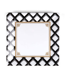 Q Squared NYC - Essex Dinner Plate - It's hip to be square. This fantastic square dinner plate is casual enough for everyday use, but the gold accents make it ritzy enough for your most lavish dinner parties.