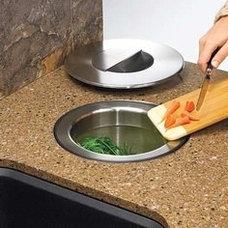 Kitchen veggie scrap bin - for chickens/compost