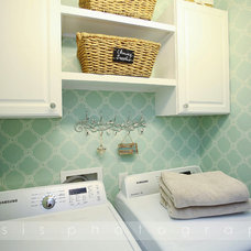 Traditional Laundry Room by Vaisseaux Corp.