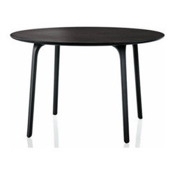 Magis - Magis | Table First, Round - Design by Stefano Giovannoni, 2007.