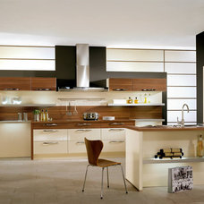 Modern Kitchen by Your German Kitchen