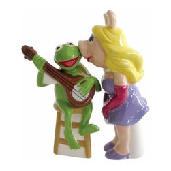 WL - 4 Inch Miss Piggy Kissing Kermit the Frog Salt and Pepper Shakers - This gorgeous 4 Inch Miss Piggy Kissing Kermit the Frog Salt and Pepper Shakers has the finest details and highest quality you will find anywhere! 4 Inch Miss Piggy Kissing Kermit the Frog Salt and Pepper Shakers is truly remarkable.