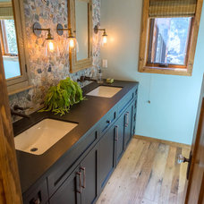 Rustic Bathroom by SH interiors