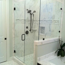 Contemporary Showers by CR Home Design K&B (Construction Resources)