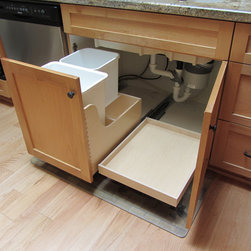 Western Dovetail - Western Dovetail Product Gallery - Under sink waste recycle drawer with undermount pull-out. Photo by:Max Hunter