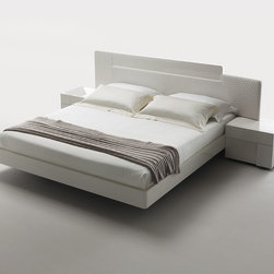 Domino Bedroom Set in White maple by Rossetto - Including bed and 2 nightstands made of quality hardwood and veneers in White Maple, this Domino Bedroom Set by Rossetto will elevate the style and comfort levels in your bedroom. Wide headboard and nightstands look solidly with floating profile of the bed.