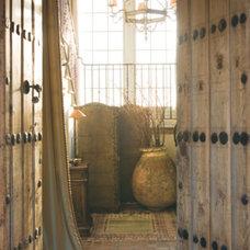 Mediterranean Hall by Nisah Living