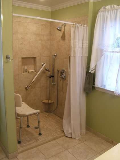 Traditional  by J&J Builders General Contractors