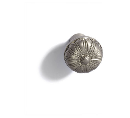 Solid Brass Victorian Knob - Made of solid brass, this knob features intricate carvings, typical of a Victorian style. Pair with cabinets, wardrobes or chest of drawers to give your furniture an authentic vintage feel.