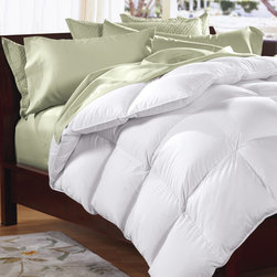 Famous Maker - Famous Maker 230 Thread Count Light Weight Down Alternative Comforter - Stay warm during your night sleep with the Famous Maker light weight down alternative comforter. Featuring a 230 thread count,this comforter is made from a 50-percent cotton and 50-percent polyester cambric shell.
