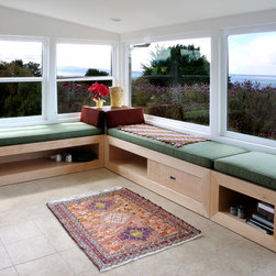 La Selva Window Seats - The middle unit opens to a bed.