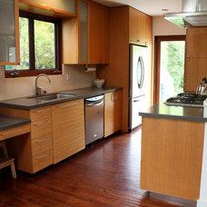 Modern Kitchen by JAC Interiors