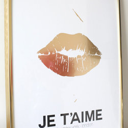 "Gold Lips Print - These gold lips, which say ""I love you"" in French, make a bold statement."