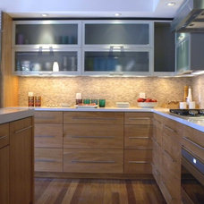 Modern Kitchen by Kitchens by Wedgewood