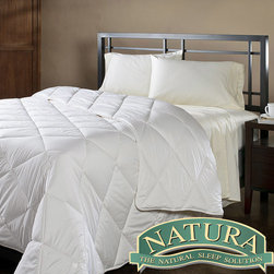 Natura World - Natura Wash 'N Snuggle Washable Wool Full/ Queen-size Comforter - This washable full- and queen-sized comforter will fit in with many bedroom decors with its snow white color. Made from washable T300 cotton and white sateen,this comforter also provides a temperature regulated and relaxing night of sleep.