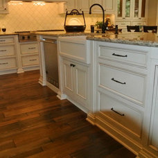 Traditional Kitchen Cabinetry by lew sabo