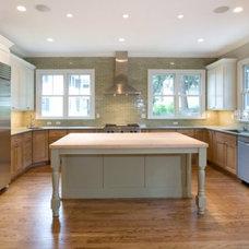 Craftsman Kitchen by Hanlon Design Build, Inc.