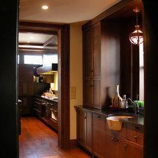 Craftsman  by Gardner Mohr Architects LLC