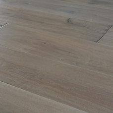 Traditional Hardwood Flooring by Select Hardwood Floor Co.
