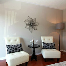 Contemporary  by Feels Like Home 2 Me~ Home Staging in Toronto West