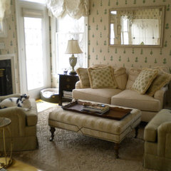 traditional family room by Pari Darvish