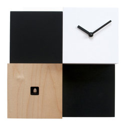 Progetti - CentralPark 2147 Wall Clock - Inspired by the American metropolis, CentralPark reminiscent of skyscrapers that rise above the park. The cuckoo, made of wood, is formed by four parallelepipeds of different heights. In the lower left corner cube lowest where you can see the bird of the cuckoo while the upper right shows the clock. Battery quartz movement. The Cuckoo strike is switched off automatically during the night controlled by a light sensor.