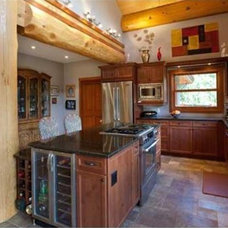 Traditional Kitchen by Shannon Pearce