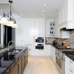 traditional kitchen by Chuck Mills Residential Design &amp; Development Inc.