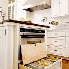 Photo from http://www.traditionalhome.com/design_decorating/kitchens/savvy-kitch