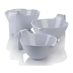 "Curtis Stone - Curtis Stone ""Hold Me"" Melamine Mixing Bowl, Set of 3 - If you like to mix things up n the kitchen, this is your new bowl set. These pieces feature both handles and spouts for maximum control so you can whisk, stir, fold and pour without the mess."
