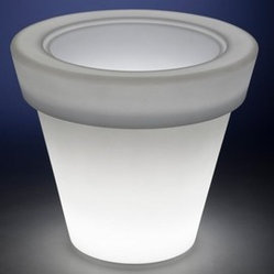 Rotoluxe Vazon Methuselah Planter - Outdoor Use