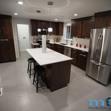 Modern  by Muve Real Estate