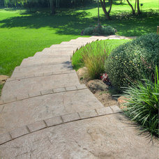 Traditional Landscape by Martin Bros. Contracting, Inc.