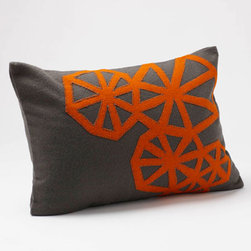 Coyuchi - pinwheel applique pillow (charcoal w/ terracotta) - Experience coyuchi's luxurious organic cotton bedding and towels, natural linens, wool blankets, and more. Rooted in nature, these textiles are carefully developed for comfort, aesthetics and sustainability; sourced responsibly; and created from the finest raw products. Coyuchi is the first American bedding company to offer products that meet the stringent global organic textile standard (GOTS).