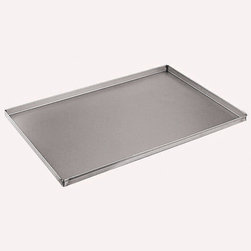 Paderno World Cuisine - 23 5/8 in. by 15 3/4 in. Aluminized/Steel Baking Sheet - This 23 5/8 long by 15 3/4 aluminumized/steel baking sheet has shallow, flared edges suited for baking and browning large, dense dough products. The sheet allows for full exposure to the heat of the oven.