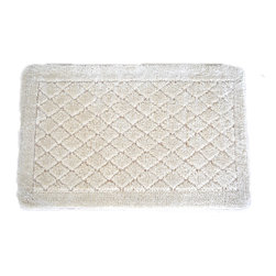 EverRouge - Solid Ivory Memory Foam 20 x 32 Bath Mat - This ivory memory foam rug is the perfect combination of luxury and comfort. With 35D high density memory foam and truly handmade rug construction, this rug has set itself far apart from the competition.