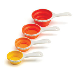 Chef'n - SleekStor Pinch + Pour Collapsible Measuring Cups, Orange Tonal - You'll never be in a pinch with these clever measuring cups. The SleekStor Pinch + Pour Collapsible Measuring Cups are designed to save space and your kitchen from messes. Simply pinch the cup's frame to create a spout, and everything pours drip-free! These fun yet practical collapsible cups save you room in your cupboard, or you can use the convenient storage handles.