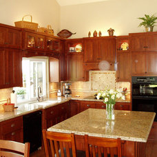 Modern Kitchen Cabinetry by Frontier Cabinets, Inc.