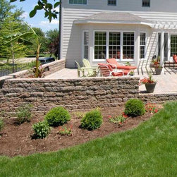 Midwest Block - Segmental Retaining Walls - VERSA-LOK Weathered Standard and Two-Faced Solid wall systems in the Midwest Block Sandstone Color Blend; photo by David Mudd