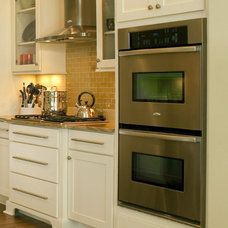 Contemporary  by CliqStudios Cabinets