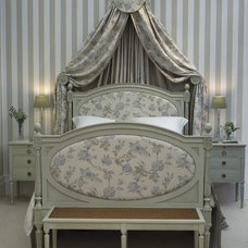 traditional beds by leporello.co.uk
