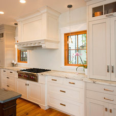 Beach Style Kitchen by CMM Construction Inc.