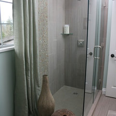 bathroom tile by Creekside Tile Company Ltd.