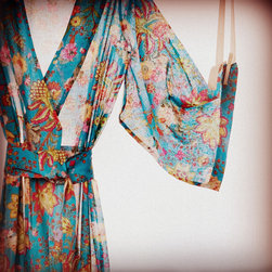 Kimono Style Robe - Feel good and look good in Plum Pretty Sugar's kimono-style shower robe.