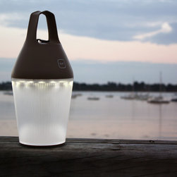 O'Sun Nomad Lamp - The Nomad Lamp offers the flexibility of a rechargeable solar lamp with a contemporary appearance and an ecological dimension.